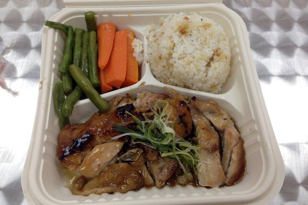 マニラの語学学校PICOのランチはお弁当です。