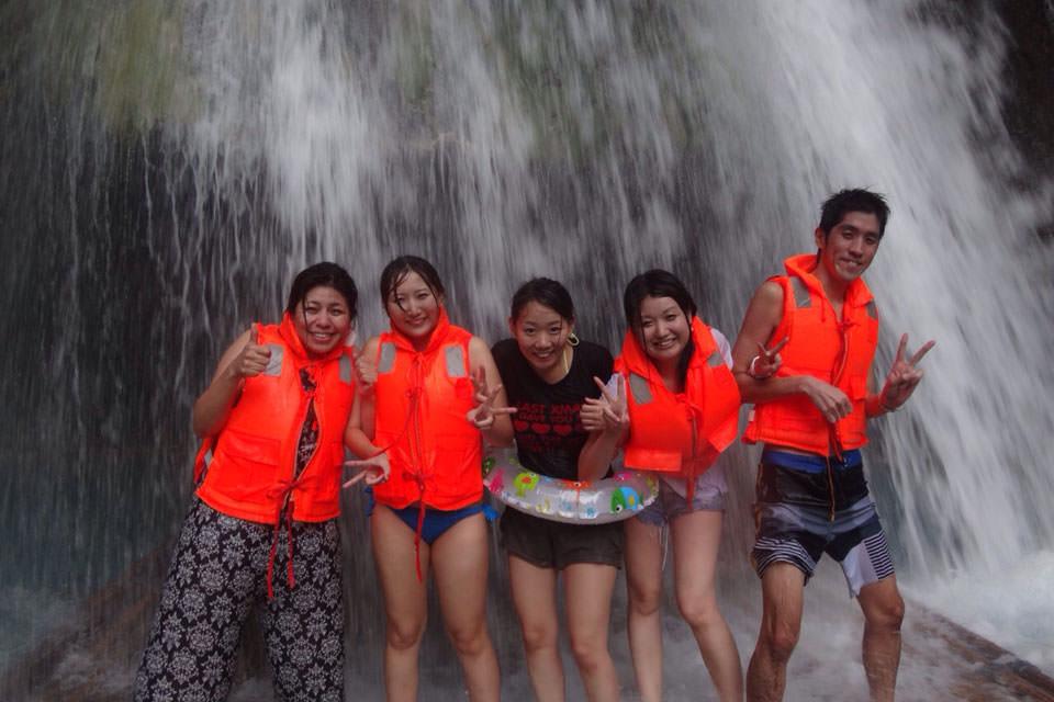 セブ留学で週末旅行にオススメのカワサンフォールの滝