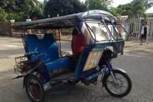 ドゥマゲティのトライシクルは座席が高いので乗りやすくて楽