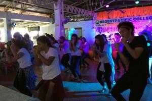 セブ島のベイサイドRCPには現地の学校があり、定期的にイベントが開催されている。