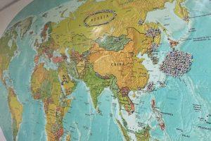 Geniusの学校内の地図には世界各国にピンが刺さっていて。それが生徒が来た場所になってる