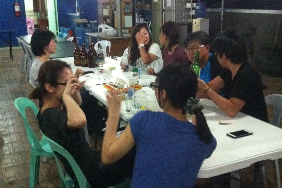 セブのセガの食事は生徒の交流の場