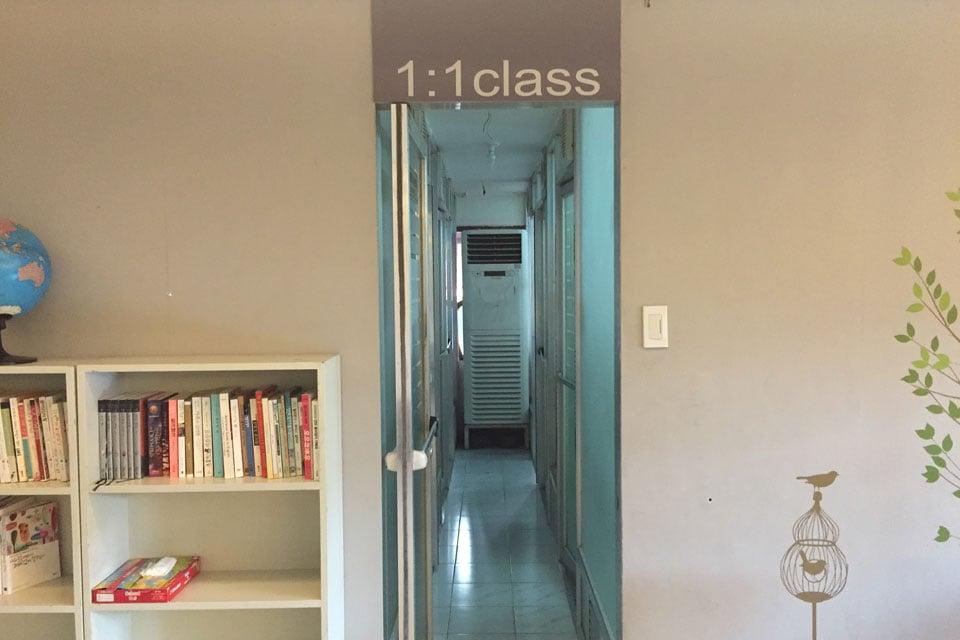 セブ島の格安学校セブスタディのリビングのマンツーマン教室
