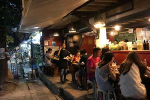 ボラカイに留学すると、島が観光地なので飲食店が多い。最近は中国人観光客が増えてきて雰囲気が変わってきました。